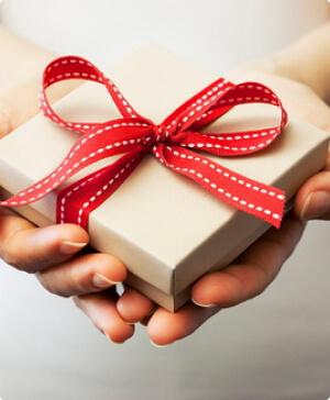 Оплати год — получи подарок
